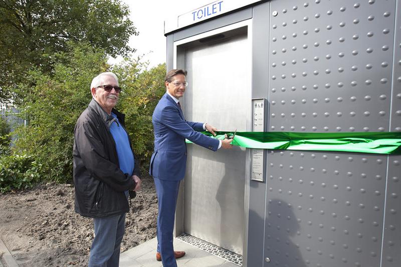 Wethouder opent openbaar toilet